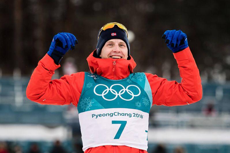 Норвежский лыжник Симен Крюгер стал первым в скиатлоне на 30 км.