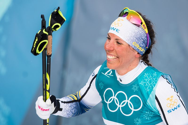 Первое «золото» Олимпиады-2018 выиграла шведка Шарлотт Калла. Спортсменка стала лидером в скиатлоне (лыжная гонка 7,5+7,5 км).