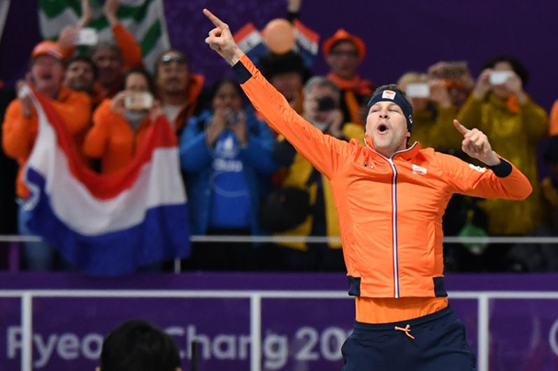 Голландский конькобежец Свен Крамер стал олимпийским чемпионом в забеге на 5000 м. При этом он поставил новый рекорд Олимпийских Игр.