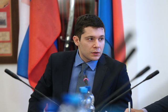 Антон Алиханов выразил соболезнования в связи с крушением самолета Ан-148.