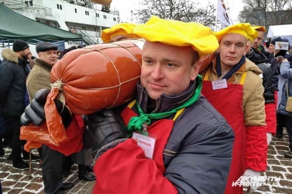 На колбасу ушло 110 кг свинины и 10 кг шпика.