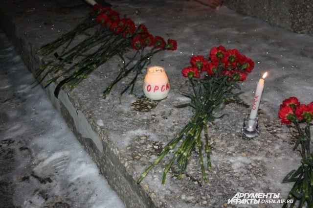 Оренбуржцы скорбят по погибшим в авиакатастрофе в Подмосковье.