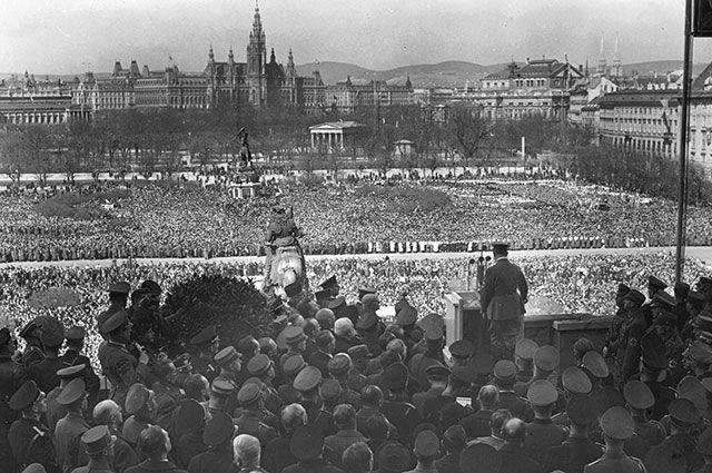 Гитлер выступает в Вене, 15 марта 1938 г.