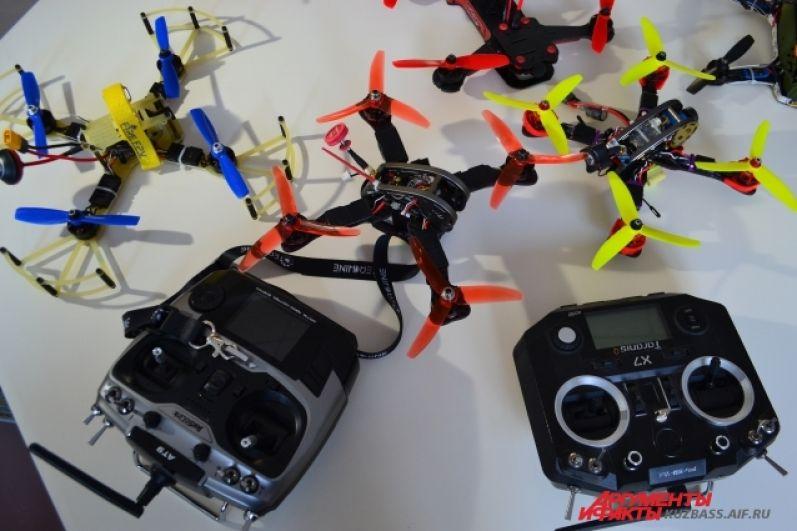 Один из пилотов-преподавателей Академии беспилотной авиации и робототехники Роман Зверев считает, что за дронами будущее, и главное сейчас – найти им применение.