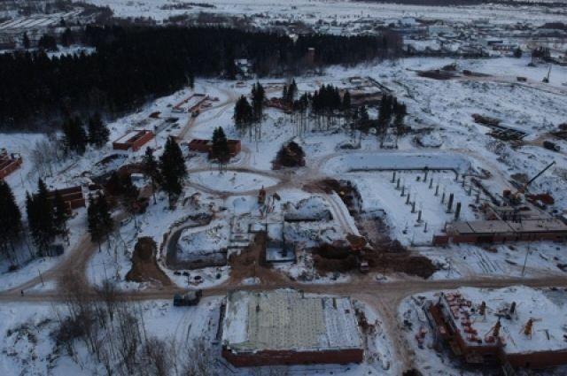 На строительной площадке работает 314 человек.