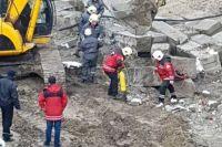 В Киеве на стройке случился обвал: бетонные блоки упали на рабочего