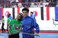 Сирийцы приходили в спорткомплексы за два часа до начала представления, терпеливо ожидали российских артистов и делали с ними много селфи.