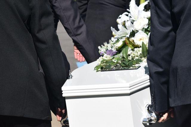 Больше месяца ждёт погребения тело пенсионера из Губкинского.
