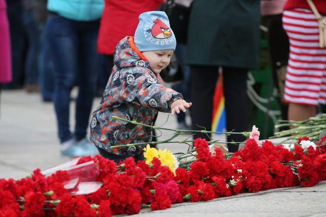 В центре Советска разрушается братская могила.