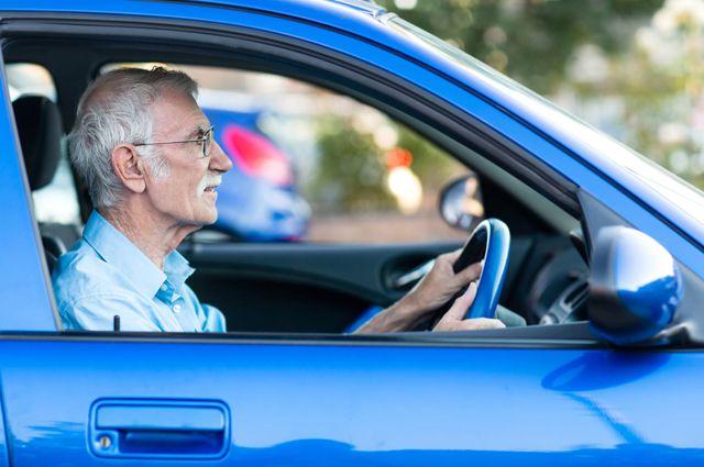Когда пожилые водители не пройдут медкомиссию для замены прав?