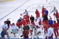 Российские хоккеисты во время тренировки.
