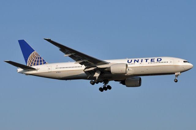 Двигатель самолета Boeing 777 развалился во время полета над Тихим океаном