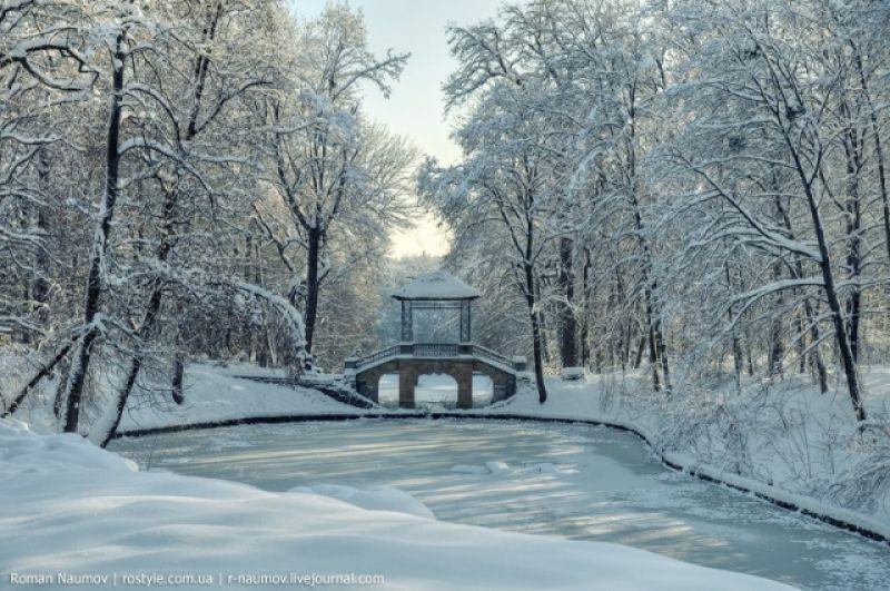 Парк Александрия, который находится в Белой Церкви, основан на три года раньше Софиевки - в 1793 году. Но славиться он своими многочисленными скульптурами - Девы Марии, Дианы и Меркурия, а также китайского мудреца.