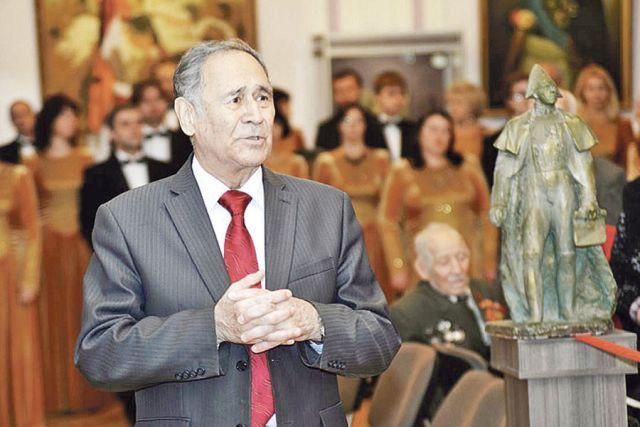 Игорь Николаев ведёт вечер, посвящённый истории Великой  Отечественной войны.