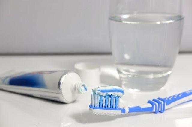 Чистить зубы часто - не вредно.
