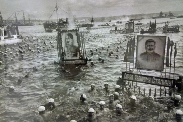 Массовый заплыв в честь Дня военно-морского флота. Севастополь, 24 июня 1949