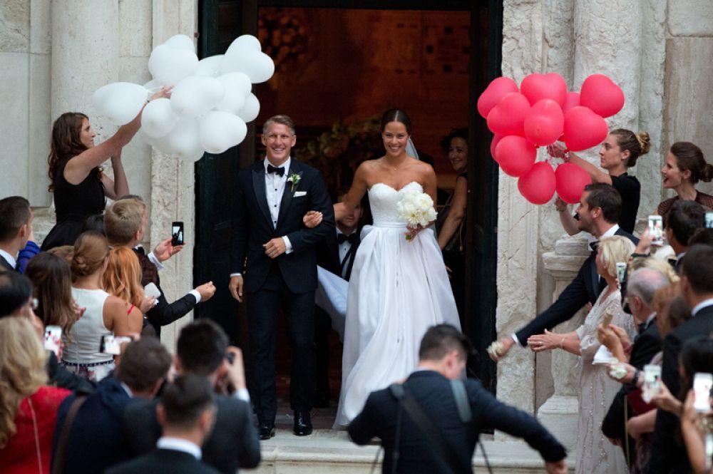Немецкий футболист, полузащитник клуба MLS «Чикаго Файр» Бастиан Швайнщтайгер с 2014 года встречался с сербской теннисисткой Аной Иванович. 12 июля 2016 года в Венеции состоялась их свадьба.