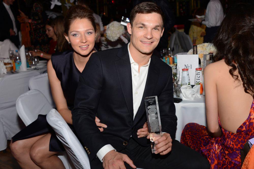 Олимпийские чемпионы, сноубордисты Вик Уайлд и Алена Заварзина сыграли свадьбу летом 2011 года в Новосибирске.