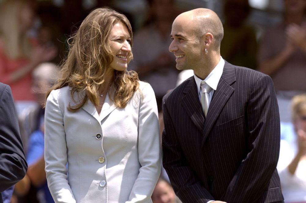 В августе 2001 года теннисисты Андре Агасси и Штеффи Граф сделали двойное объявление: о предстоящих свадьбе и рождении сына. В 2003 года в их семье появился второй ребенок, девочку назвали Джаз Элли.
