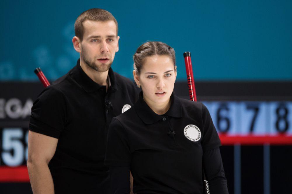 Самая красивая пара мирового керлинга Анастасия Брызгалова и Александр Крушельницкий впервые завоевали бронзовые медали Олимпийских игр. Пара зарегистрировала свои отношения летом 2017 года.