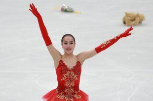 Алина Загитова в командных соревнованиях на Играх блестяще откатала произвольную программу/
