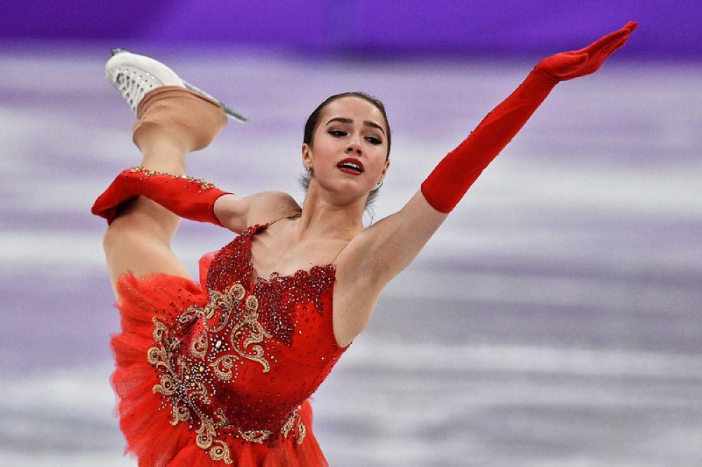 Российские фигуристы завоевали серебряную медаль командного турнира по фигурному катанию. При этом, Алина Загитова победила в произвольной программе.