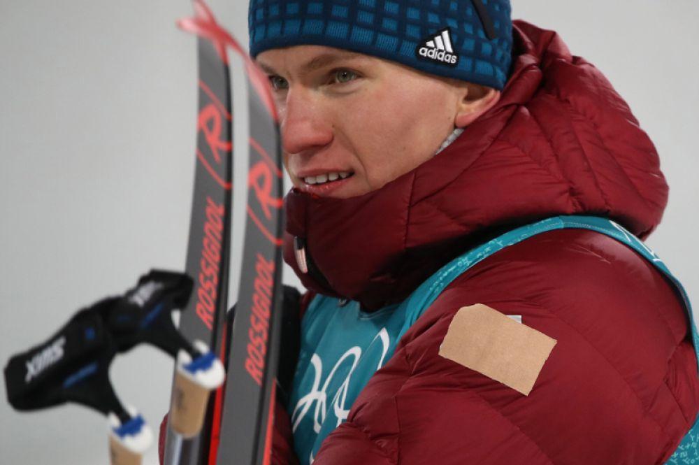 Александр Большунов завоевал бронзовую медаль в лыжном спринте классическим стилем среди мужчин. 21-летний спортсмен оказался самым юным лыжником в команде России.