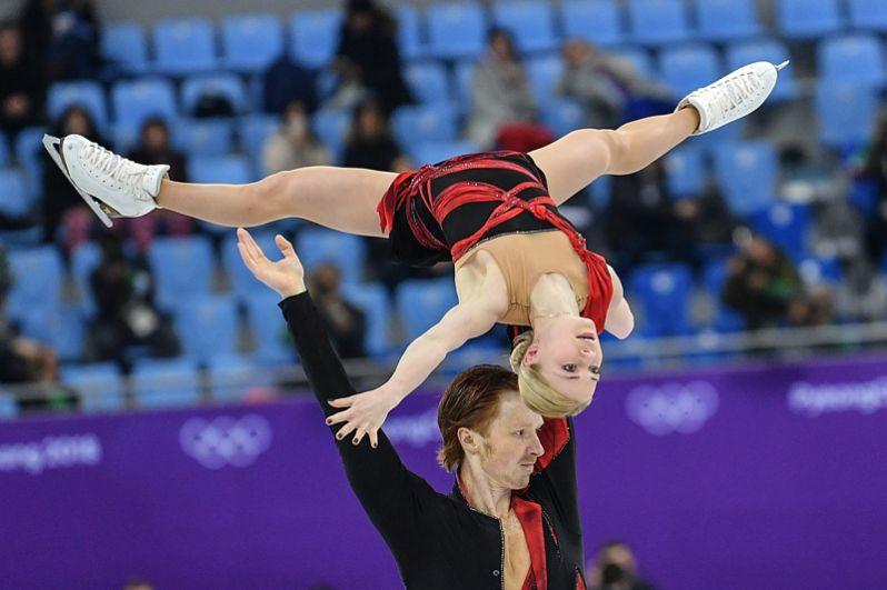По итогам короткой программы в индивидуальном турнире Евгения Тарасова и Владимир Морозов заняли второе место.