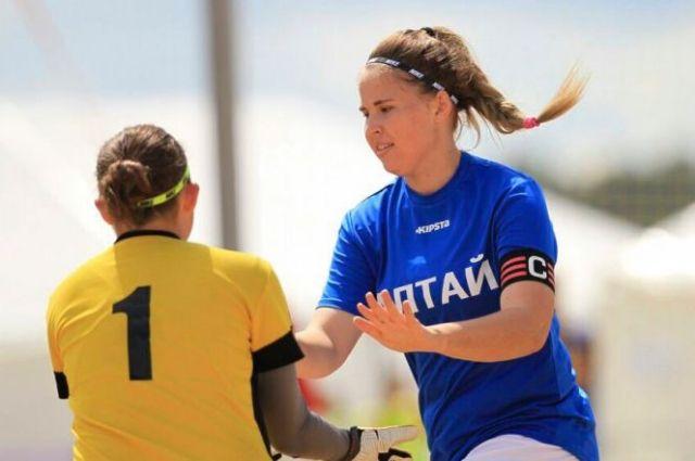 Полина играет на позиции центрального защитника