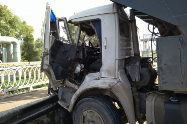 Натрассе под Новосибирском мужчина попал под КамАЗ