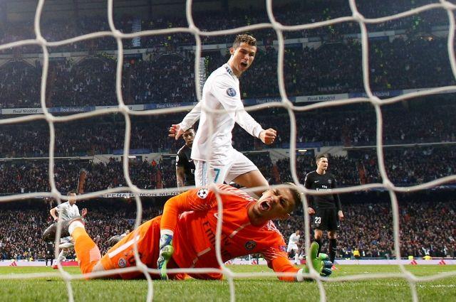«Реал» выиграл у ПСЖ в 1/8 Лиги чемпионов благодаря дублю Роналду