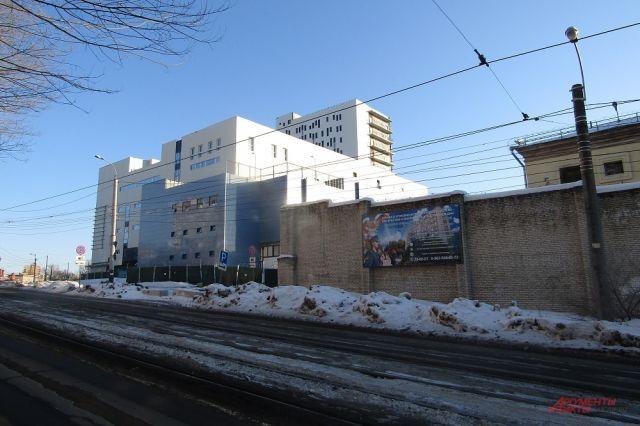 Торговый комплекс - не единственная постройка возле СИЗО, есть жилой дом