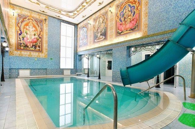 В Индийском зале есть бассейн, горка, финская сауна, турецкий хамам, джакузи, купель.