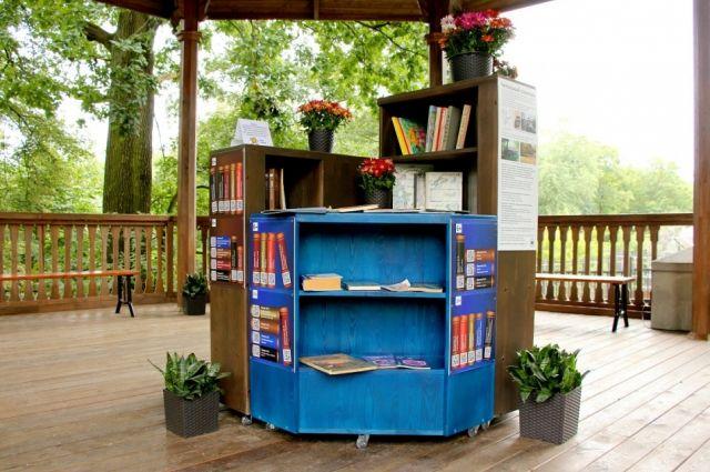 Зоопарк Калининграда собирает книги для уличного читального зала.