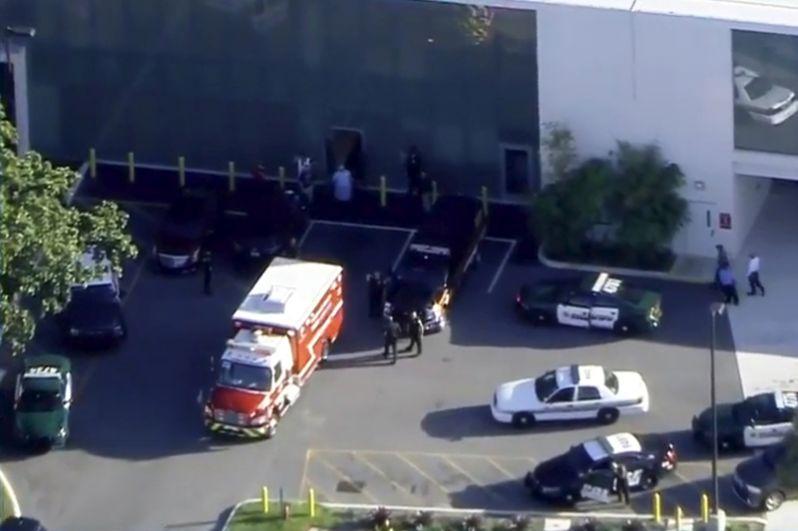 У зданич школе во Флориде, где произошла стрельба.