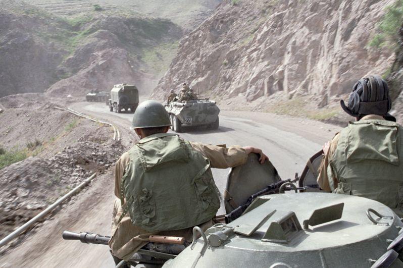 Советские воины возвращаются из Афганистана на родину. Дорога через Саланг.