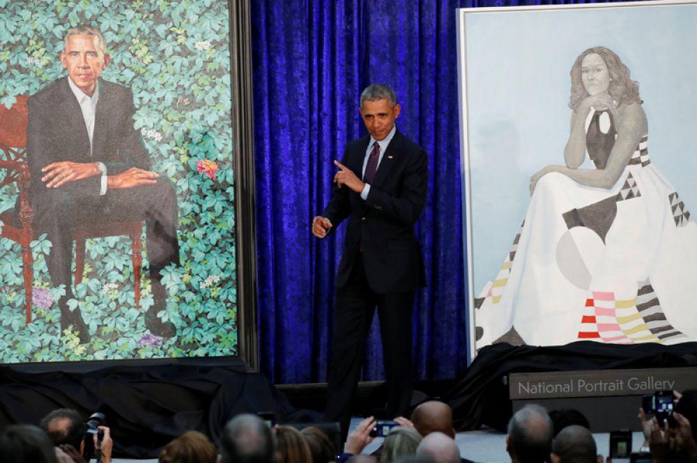 Художник Кехинде Уайли создал портрет экс-президента США Барака Обамы и его жены Мишель для Национальной портретной галереи в Вашингтоне, США.