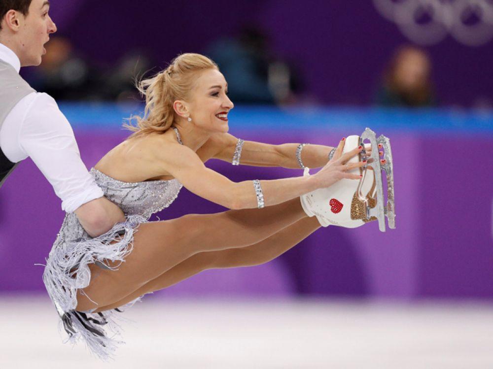 Выступление фигуристов Алены Савченко и Бруно Массо на соревнованиях спортивных пар по фигурному катанию с произвольной программой на Олимпиаде в Пхенчхане.