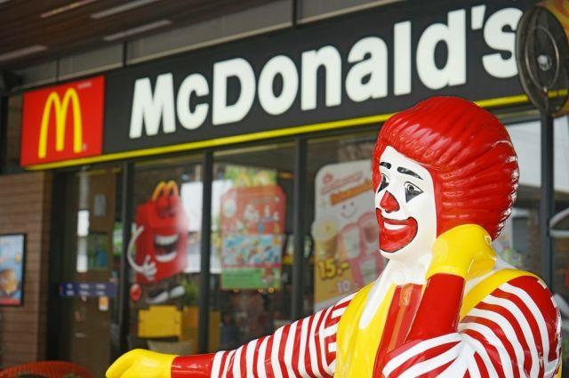 «McDonald's» снизил калорийность детских обедов, убрав из них чизбургеры