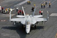 Самолёт F-18 международной коалиции.