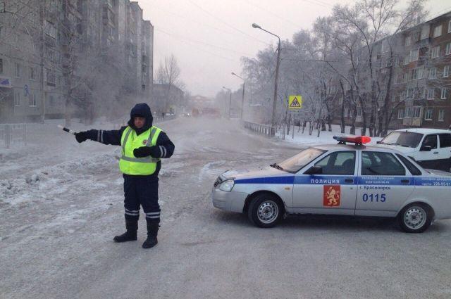 Сотрудники ГИБДД выявляют нетрезвых водителей