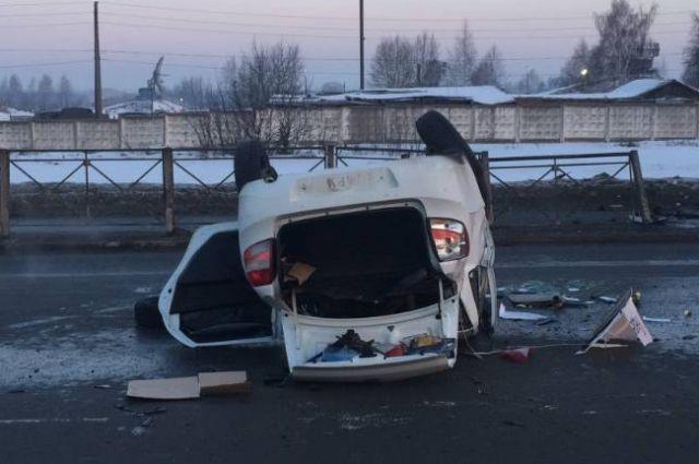 Пассажиров в автомобиле в момент аварии не было