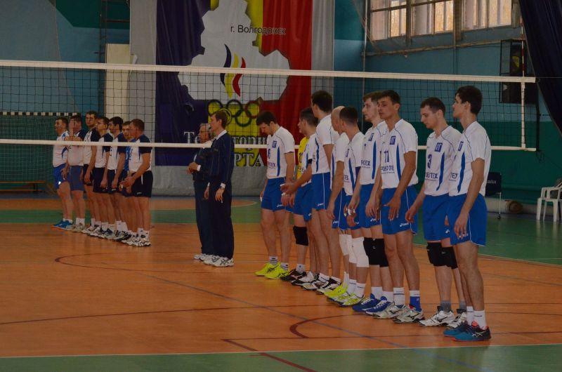 В Волгодонске прошли первые два тура игр мужских и женских команд.