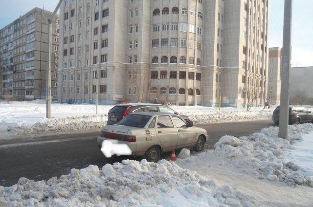 Скорее всего, водитель не выключил двигатель.