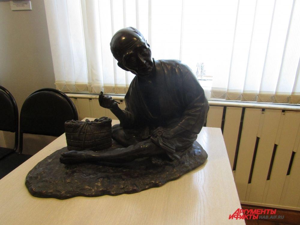 Японский крестьянин из бронзы.