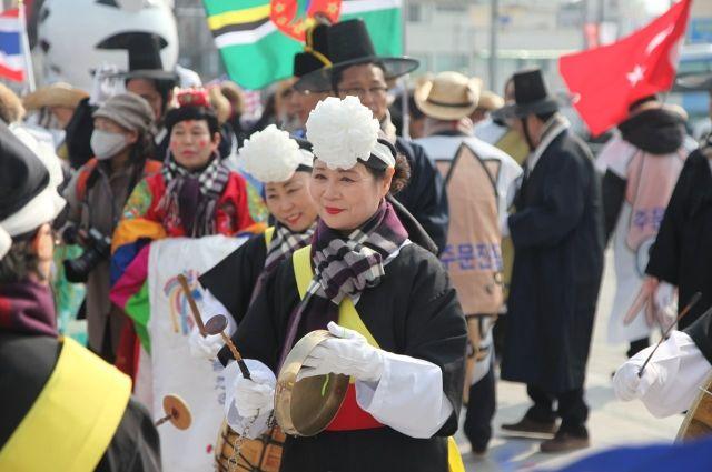 Корейцы радушно принимают гостей.