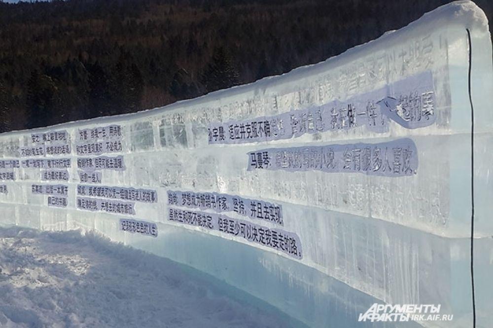 Как ни странно, большинство надписей в библиотеке на китайском языке.