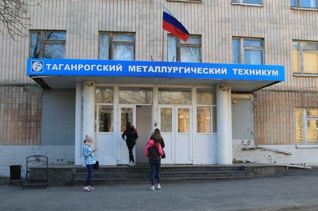 Пожаловавшегося Медведеву на заработной платы преподавателя восстановили наработе