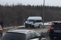 В Оренбурге в тройном ДТП с автобусом похоронного бюро пострадали 5 человек.