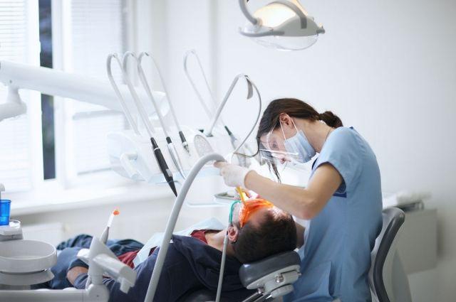 Только своевременное обращение к врачу-стоматологу поможет сохранить безупречную красоту улыбки и здоровье всех ваших зубов!